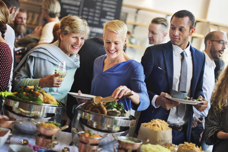 Entenda como calcular a quantidade de comida ideal para o evento
